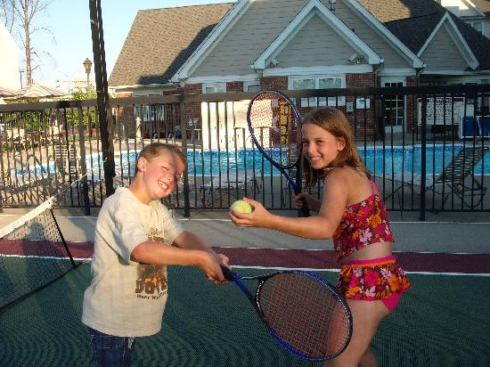 Residence Inn Louisville Airport: Swimming, Tennis, Basketball!