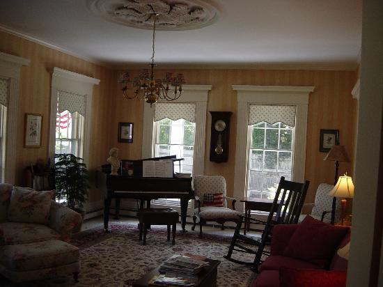 Liberty Hill Inn: The Lounge