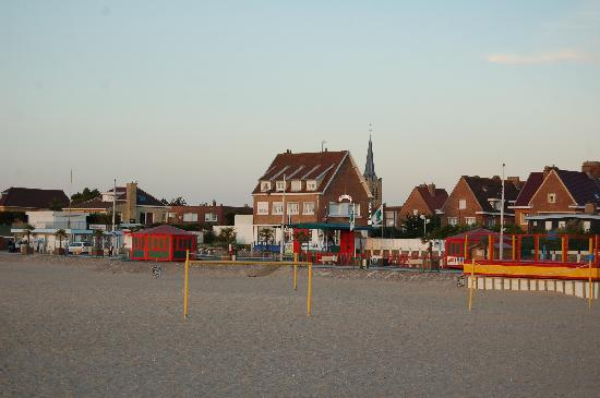 Gravelines, Frankrike: Hotel from beach