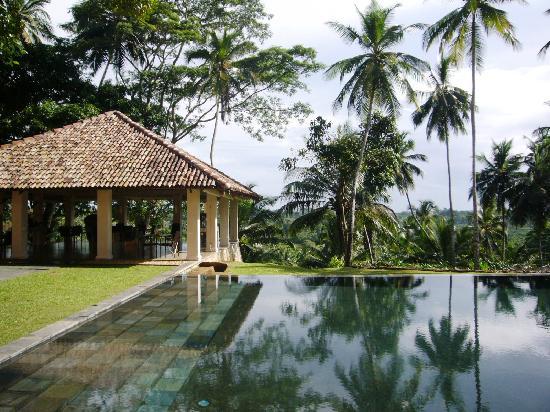 Kahanda Kanda: restaurant and pool