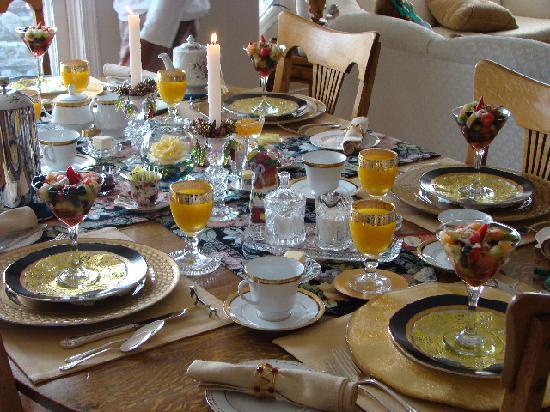 MacQueen's Manor Bed &  Breakfast : Breakfast