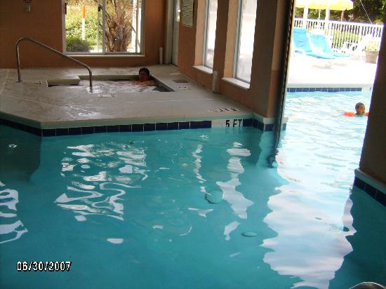 Sleep Inn at Harbour View: swimming pool inside