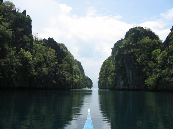 looks like a scene from The Lord of the Rings - Big Lagoon, El Nido, Palawan