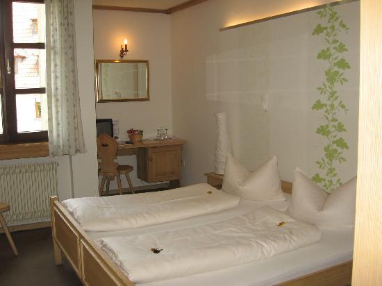 Hotel Grüner Baum: Room, Gruener Baum