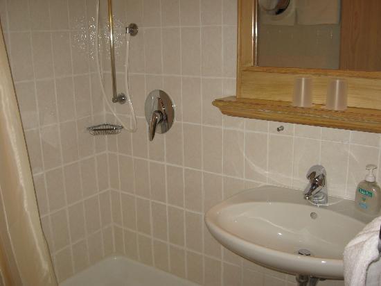 Hotel Grüner Baum: Bathroom, Gruener Baum