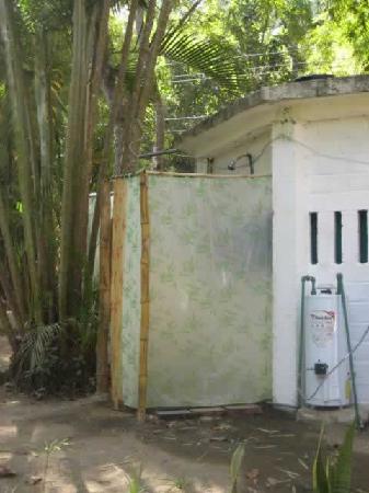 Yelapa Oasis: Outside Showers