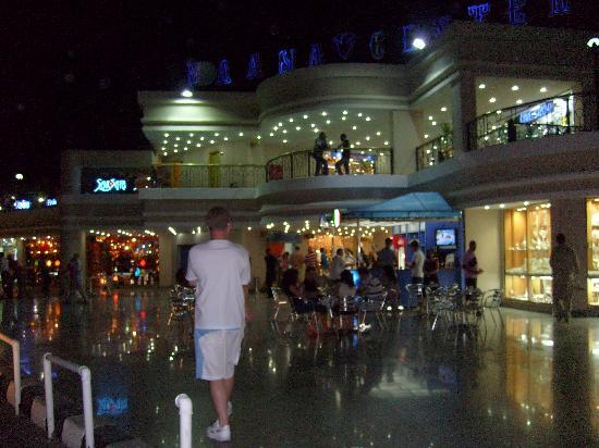 Island Garden Resort: Naama Shopping Centre