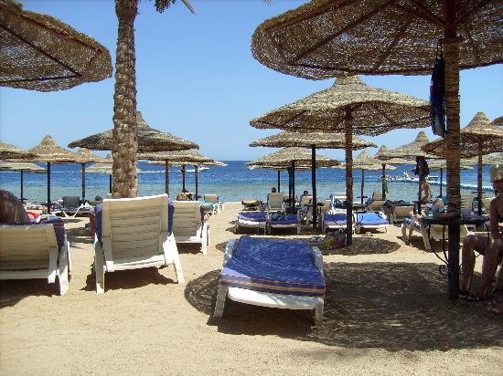 Island Garden Resort: Beach at Sunrise Island View
