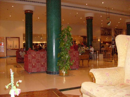 Island Garden Resort: Reception Area