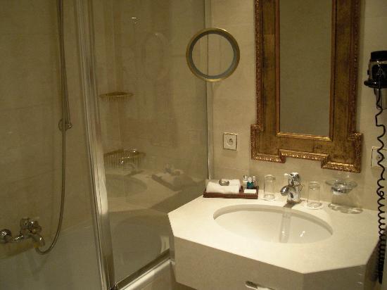 Stanhope Hotel: SdB 2