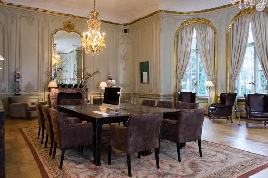 Patrick Hellmann Schlosshotel: library