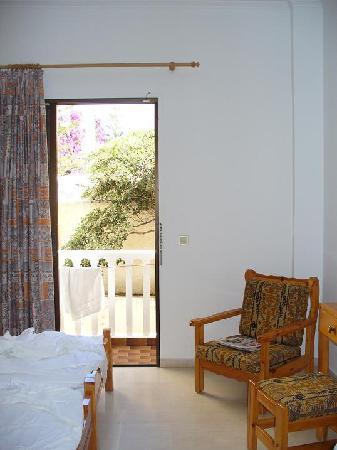 Sunshine Hotel: The room
