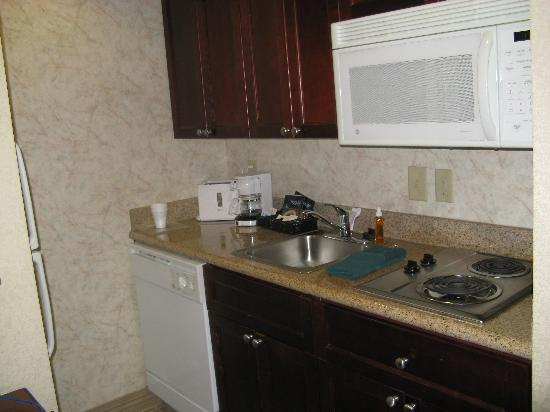 Homewood Suites Memphis - Hacks Cross : Kitchen