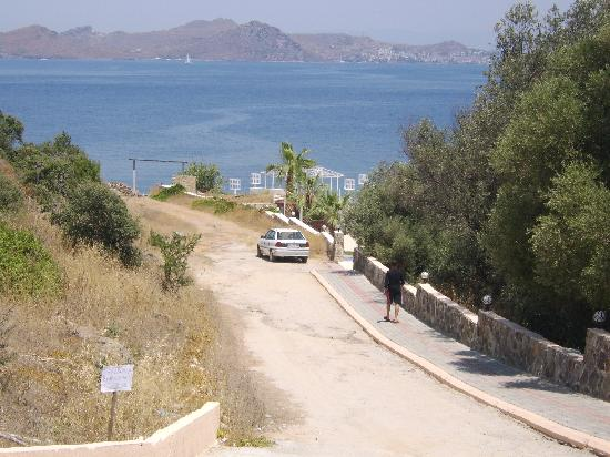Bal Beach Hotel: the road down to the pool