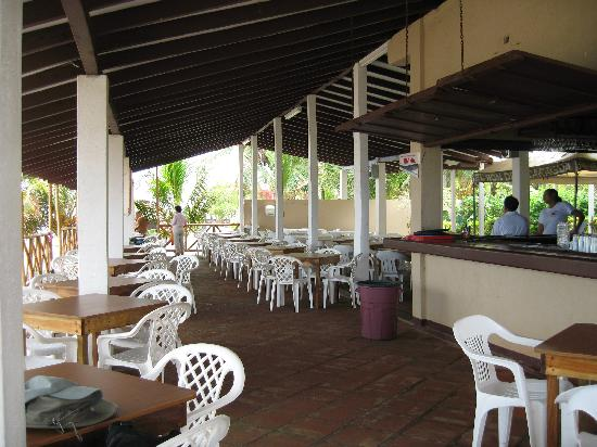 Hotel Suyapa Beach: Dining Area at Suyapa Beach Hotel, May 2008