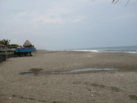 Hotel Suyapa Beach: The beach in from of Hotel Suyapa, May 2008