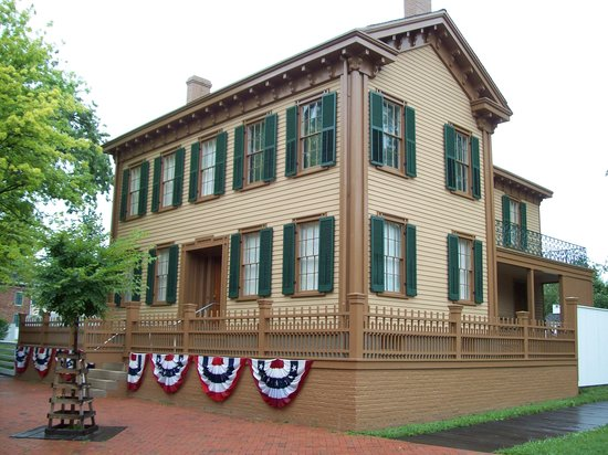 Springfield, IL : View of Lincoln home from front.
