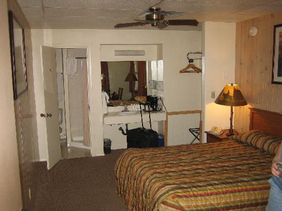 Grand Canyon Lodge - North Rim: The Motel Room Inside