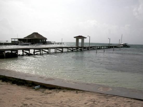 Belize Tradewinds Paradise Villas: Looking to the left .... Wet Willies