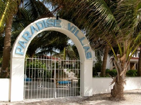 Belize Tradewinds Paradise Villas: Entrance from the beach