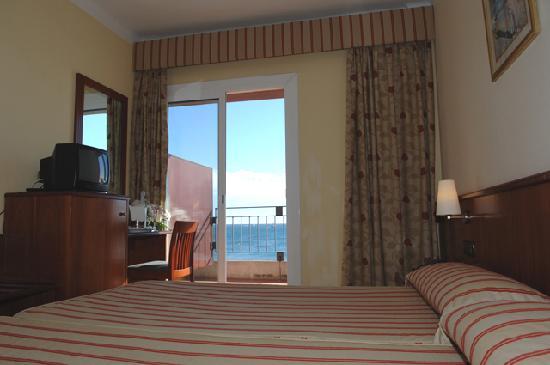 Hotel Montecarlo: Habitacion, tiene magnificas vistas a la playa de Santa Margarita