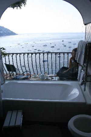 Hotel Miramare: Bathroom view, Room 209