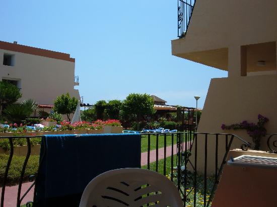 Aparthotel las Dunas: balcony view at pool