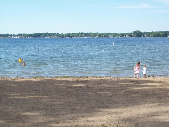 Potawatomi Inn and Conference Center: nice beach