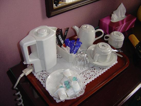 Manor Park Guest House: tea service