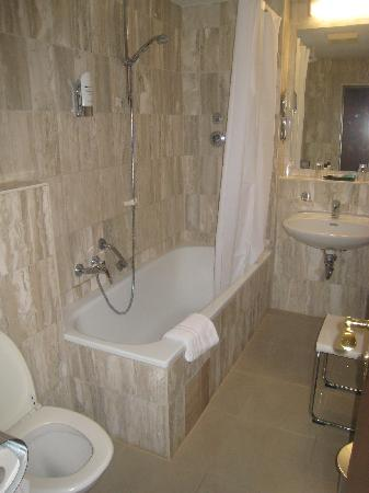 Astor Hotel: our impeccable bathroom