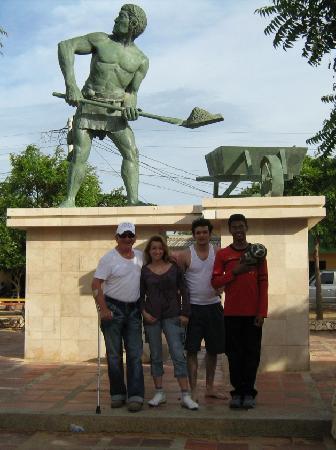 La Guajira Department, โคลอมเบีย: En el monumento a los recolectores de sal de manaure