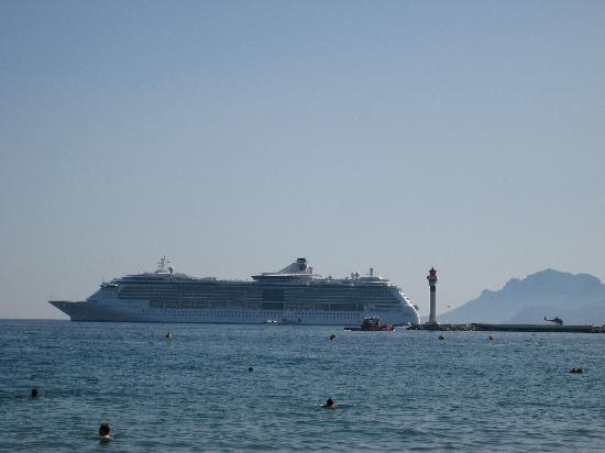 Hotel America: Cruise Ships