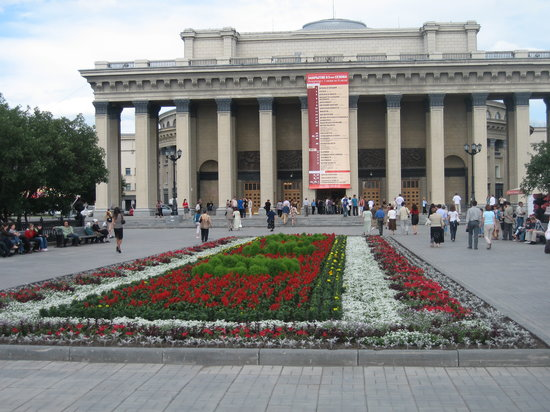 ‪Novosibirsk State Academic Opera and Ballet Theatre‬