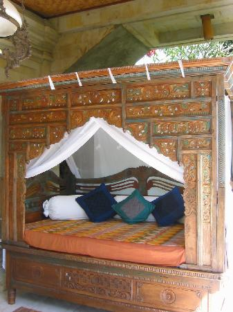 Alam Jiwa: day bed on balcony