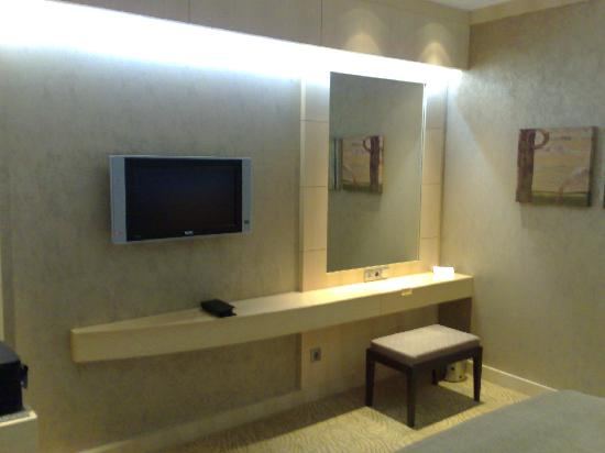 InterContinental Al Khobar: 2 LCD's (One at Living Room and other is at Bedroom)