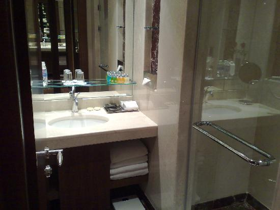 InterContinental Al Khobar: Bathroom (Standing Shower Only)