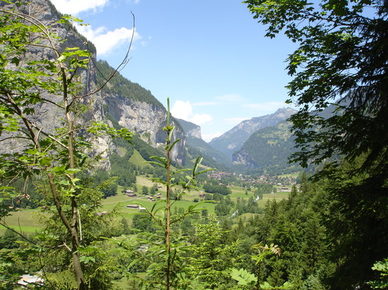 Lauterbrunnen Valley Waterfalls: La vue sur Lauterbrunnen est imprenable!