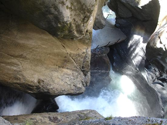 Lauterbrunnen Valley Waterfalls: Diversité des panorama!