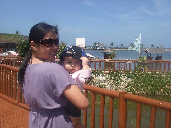 Golden Sunset Village Resort & Spa: by the fish pond
