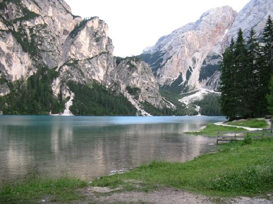 Hotel Lago di Braies: But on the other hand this is what's in front of the hotel