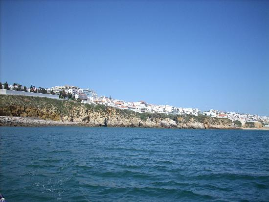 Alto da Colina Aparthotel: View of hotel from the sea