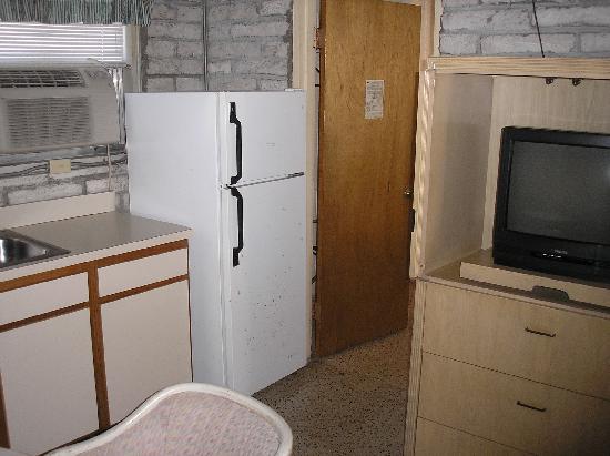 Key Lantern Motel and Blue Fin Inn: Kitchen photo2