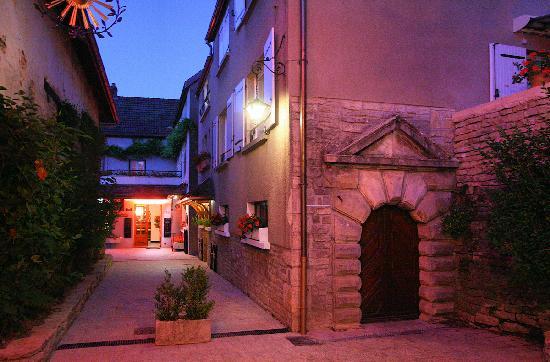 Saint Seine L'Abbaye, France: entrance
