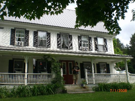 Bishop Farm Bed and Breakfast: the front of the house