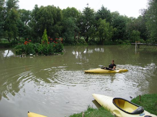 Casa de Aves: You can kayak for free in their own lake