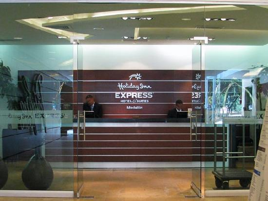 Holiday Inn Express Medellin: A simple yet comfortable Lobby with a very polite and helpful staff.