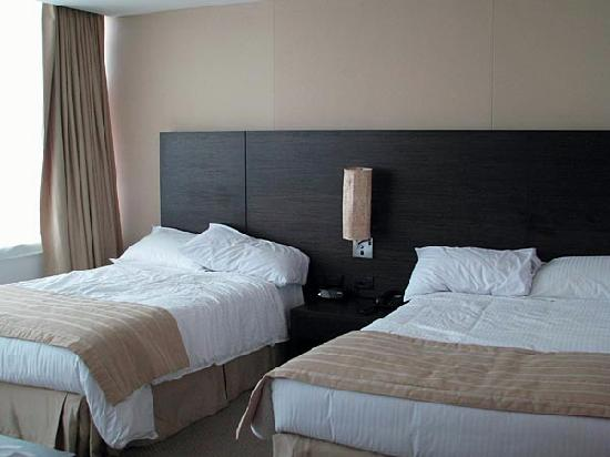 Holiday Inn Express Medellin: Room view. Beds are comfortable and sheets were changed every day.