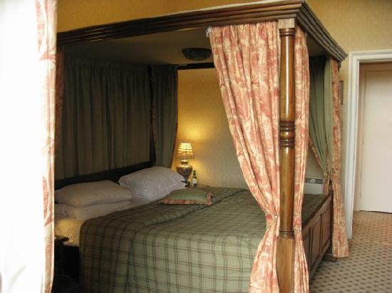 Dalhousie Castle: room 8