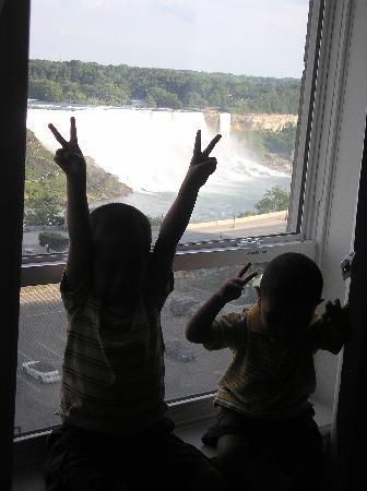 Crowne Plaza Niagara Falls - Fallsview: The boys at Crowne Plaza Niagara Falls !
