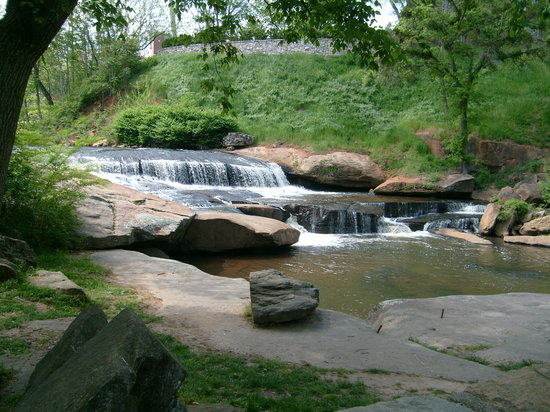 Гринвилл, Южная Каролина: Falls Park On The Reedy.  Fantastic Views